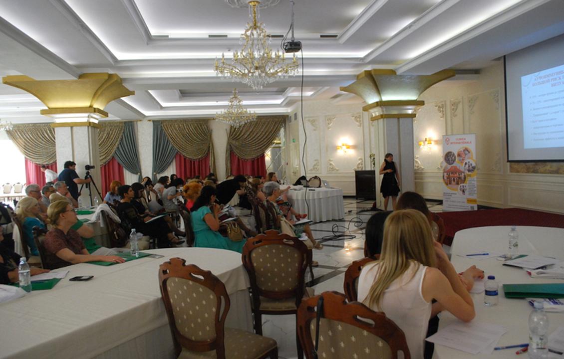 """Oftalmologi din Moldova, instruiți de unul dintre cei mai renumiți medici austrieci în domeniu, în cadrul proiectului """"Seminare Medicale Internaționale – Open Medical Institute"""""""