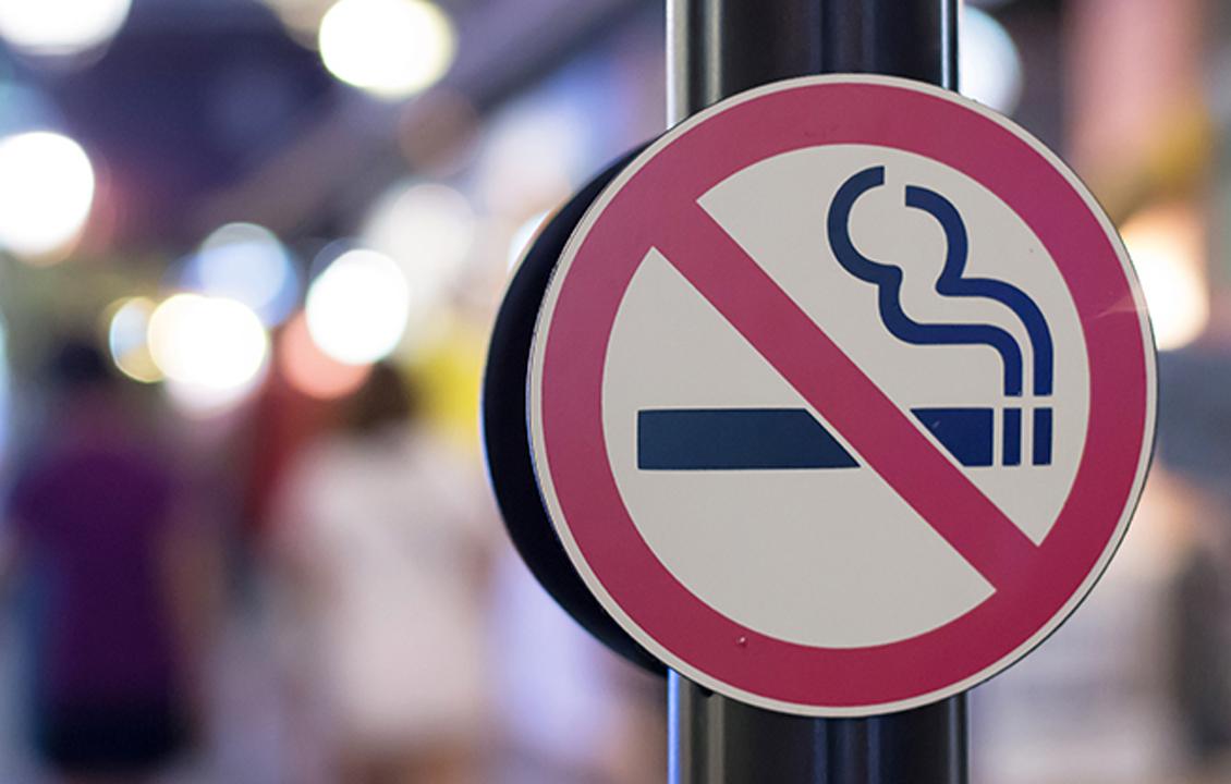 Paradox în stare de urgență: Guvernul a vrut păstrarea țigărilor în spațiul public pentru încă 1 an, deși tutunul e factor de risc pentru agravarea Covid-19: legea trebuie declarată neconstituțională